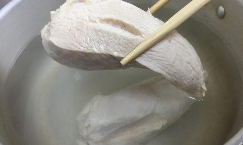 パサつきにくい鶏胸肉の茹で方