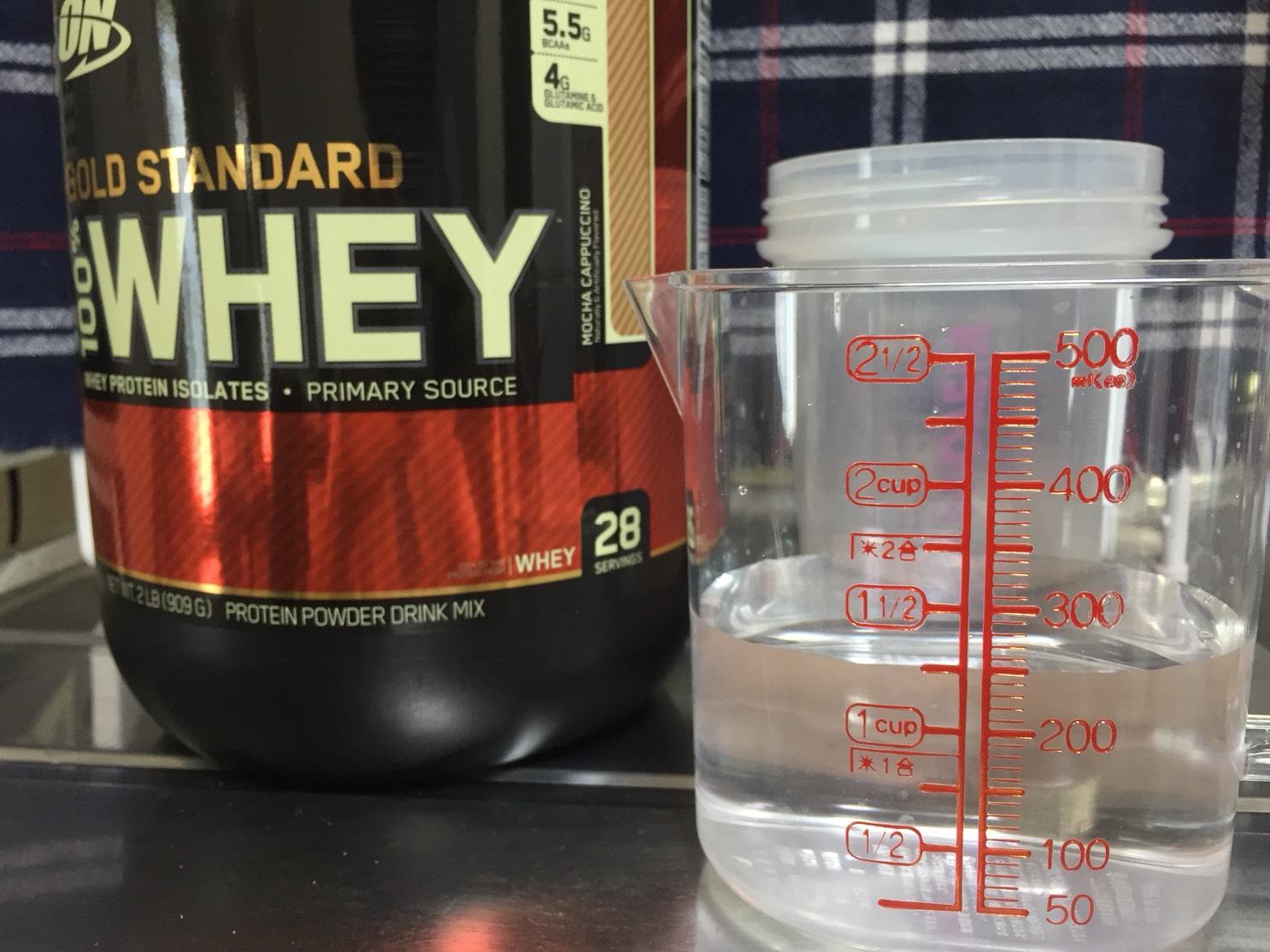 モカカプチーノ味を250mlの水に溶かします