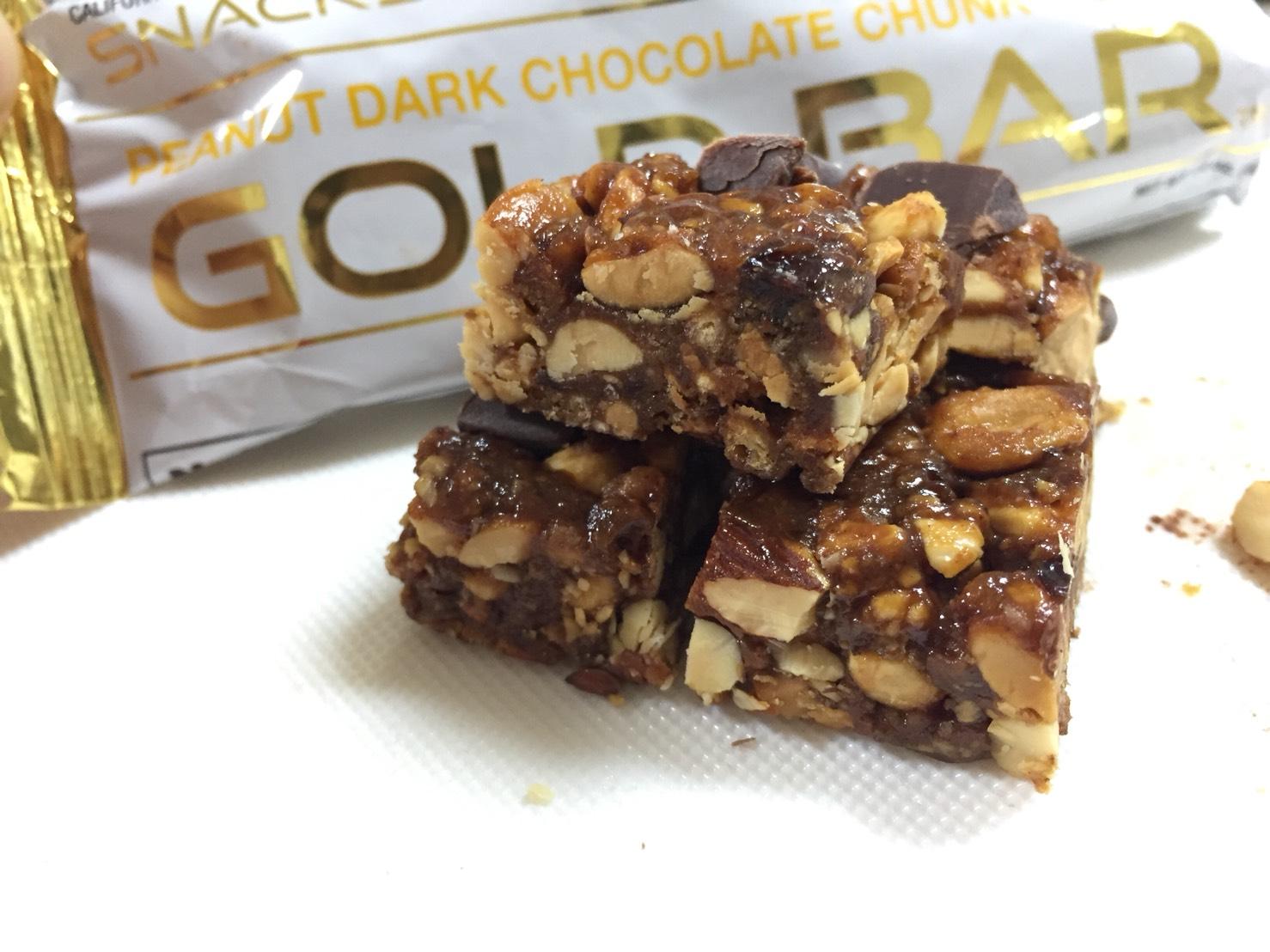 ピーナッツダークチョコレートクランチ味の側面と断面