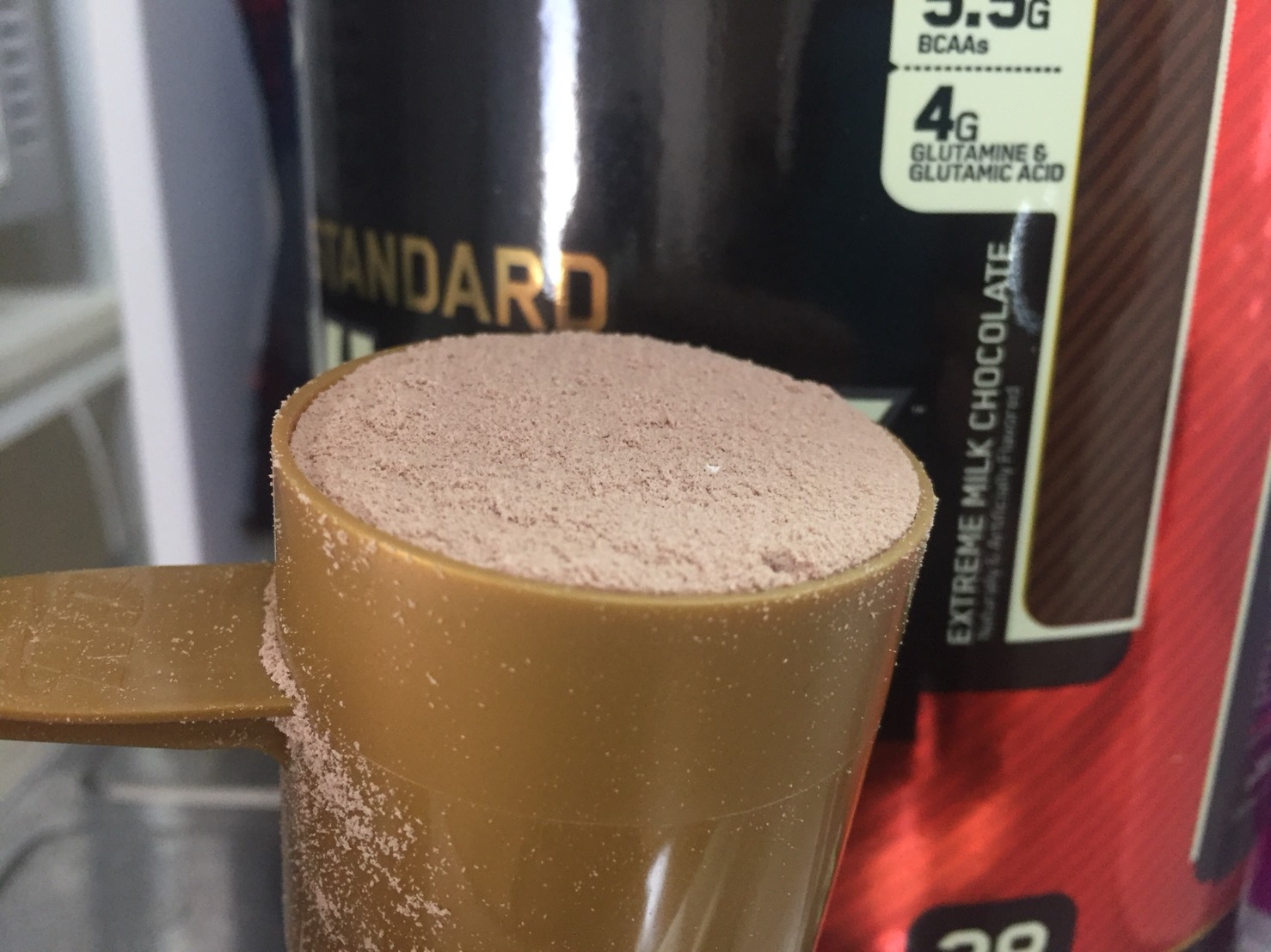 ゴールドスタンダード「エクストリームミルクチョコレート味」の粉末のアップの様子