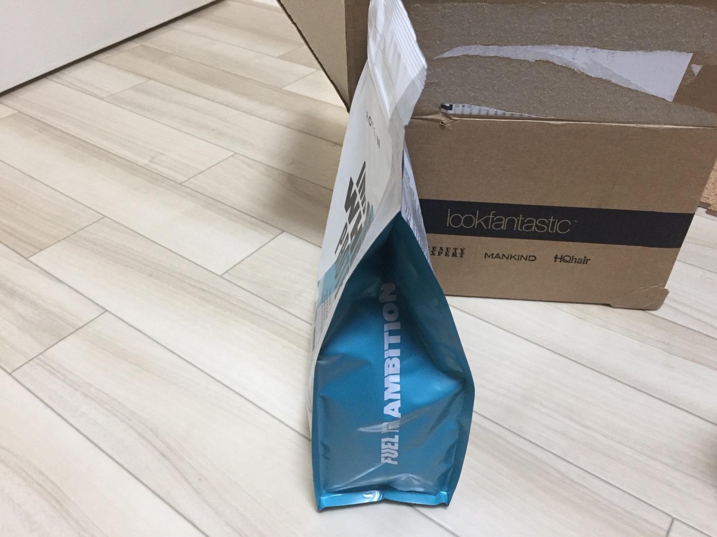 新パッケージのプロテインの側面の様子