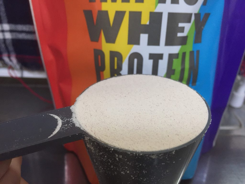 【WPC】Impactホエイプロテイン「レインボー味」の粉末の様子