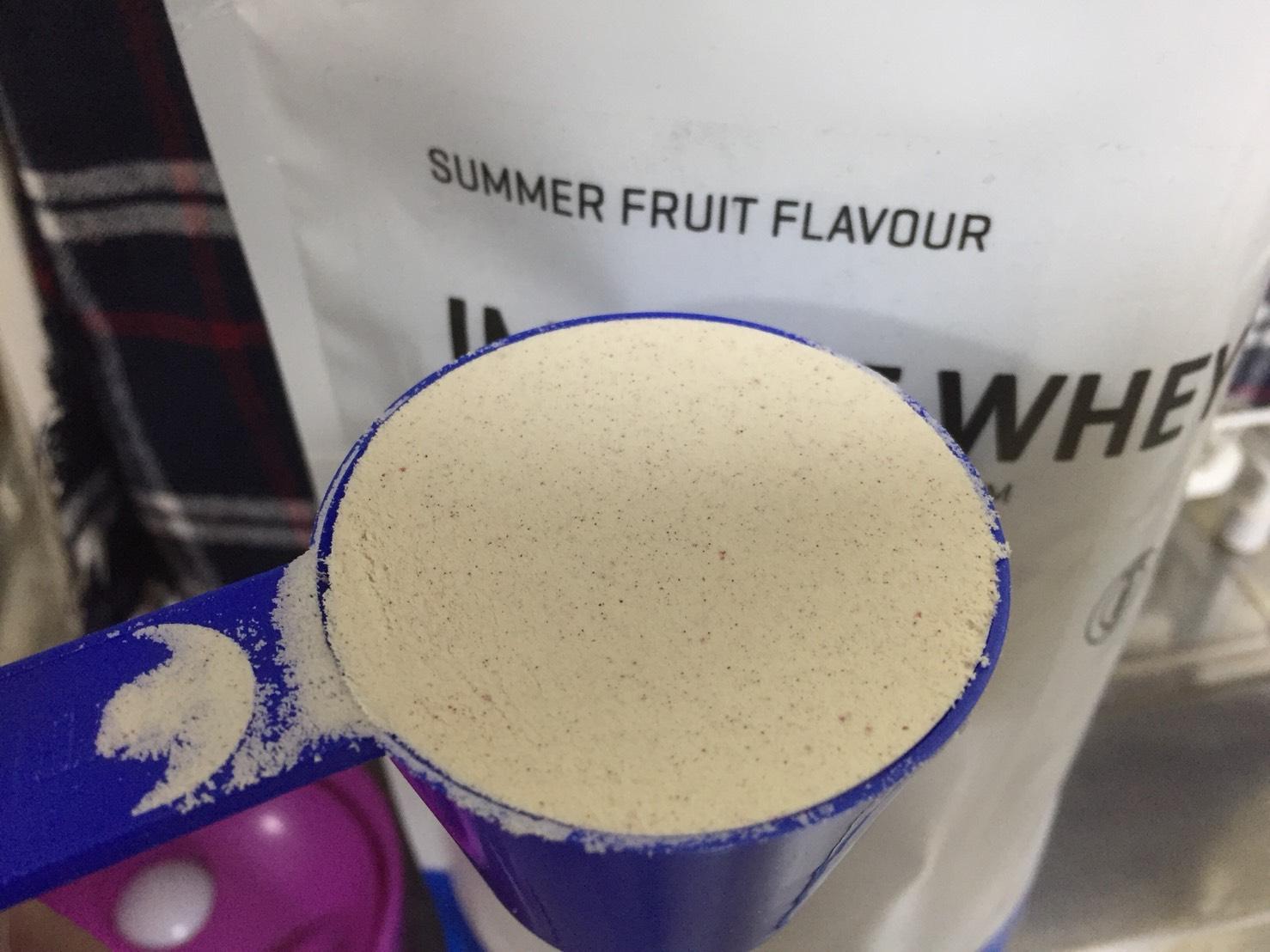 【WPC】Impactホエイプロテイン「サマーフルーツ味」粉末のアップの様子