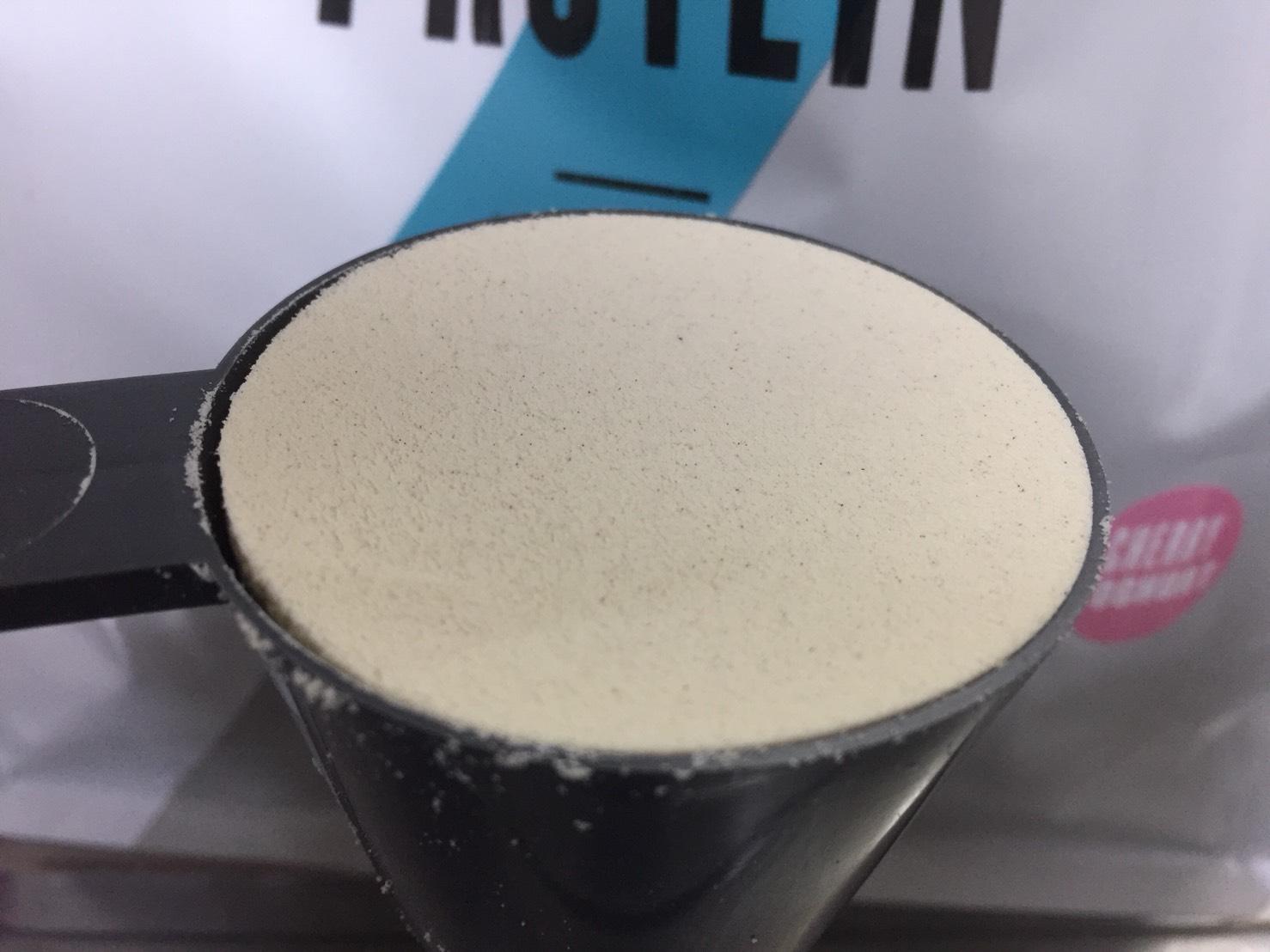 【WPC】Impactホエイプロテイン「チェリーヨーグルト味」の粉末の様子