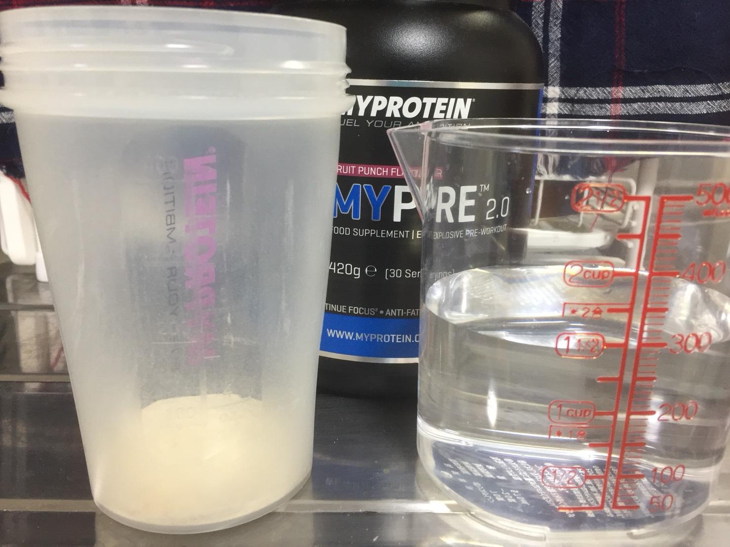 THEプレワークアウト(旧:マイプレ2.0)フルーツパンチ味を300mlの水で溶かします。