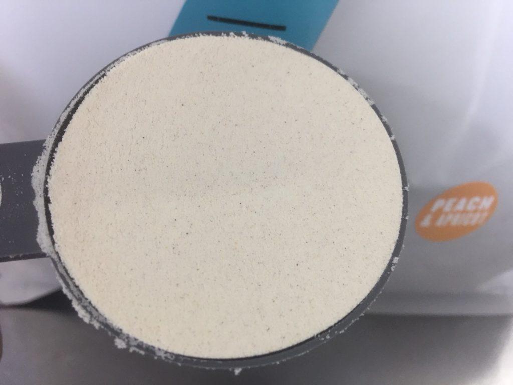 【WPC】Impactホエイプロテイン「ピーチアプリコット味」の粉末の様子
