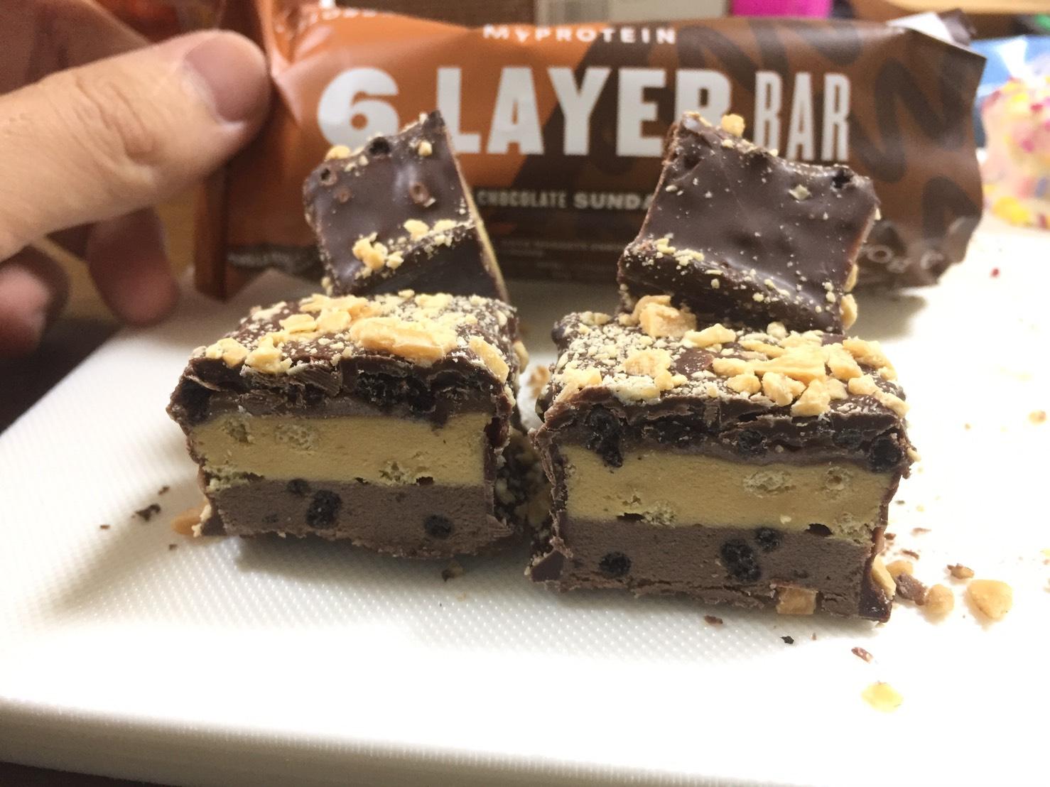 6レイヤープロテインバー、チョコレートサンデー味をレビュー