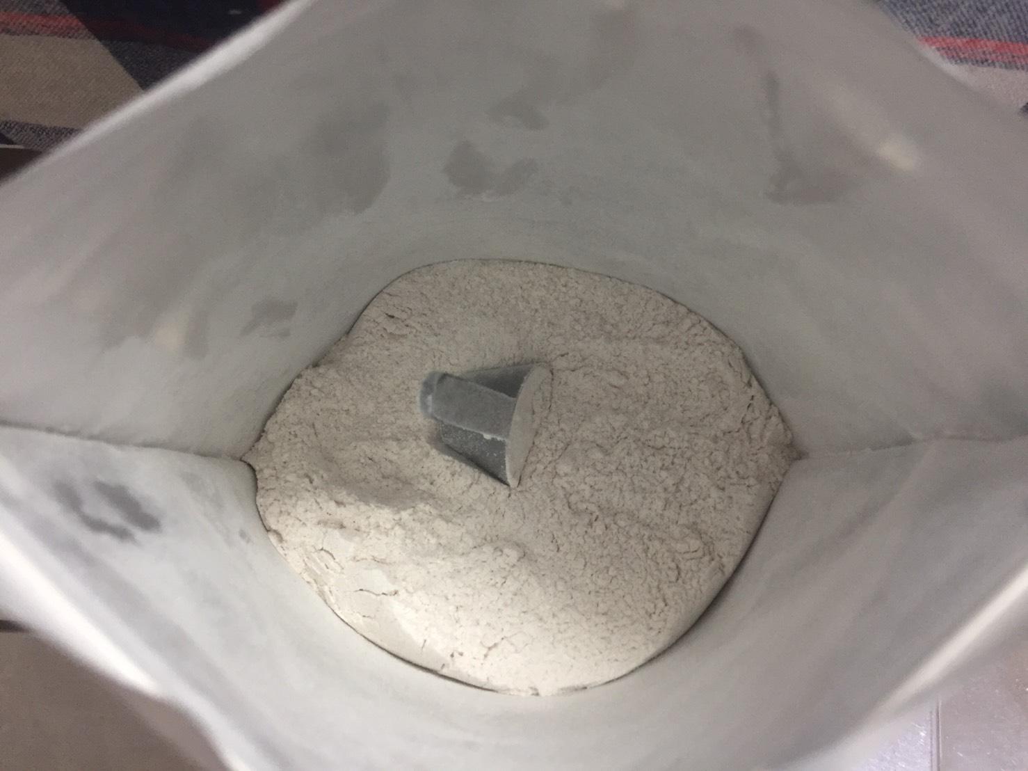 Impact EAAストロベリー&ライム味の粉末の様子