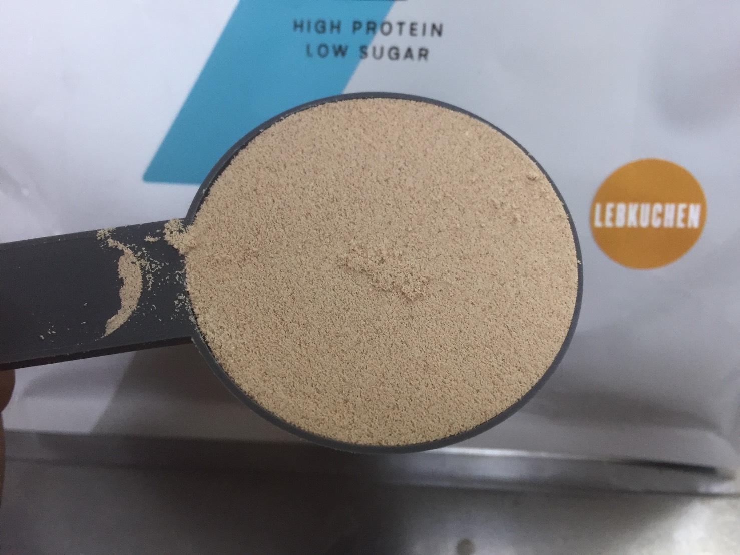 【WPC】Impactホエイプロテイン「レープクーヘン味」・「ジンジャーブレッド味」の粉末の様子