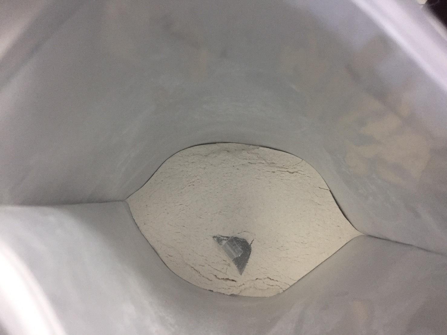 ImpactEAA「ラズベリーレモネード味」の粉末の様子