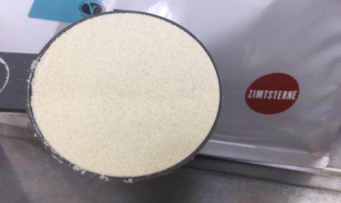 【WPC】Impactホエイプロテイン「シナモンスタークッキー味」の粉末のアップの様子