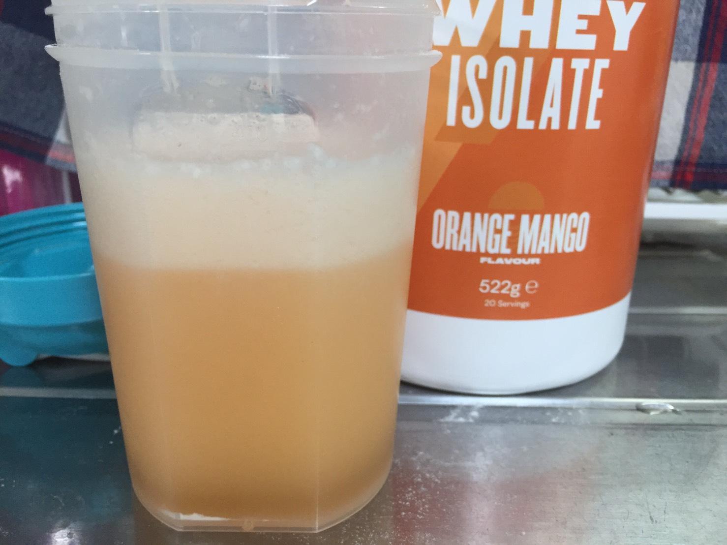 オレンジマンゴー味(ORANGE MANGO)を横から撮影した様子