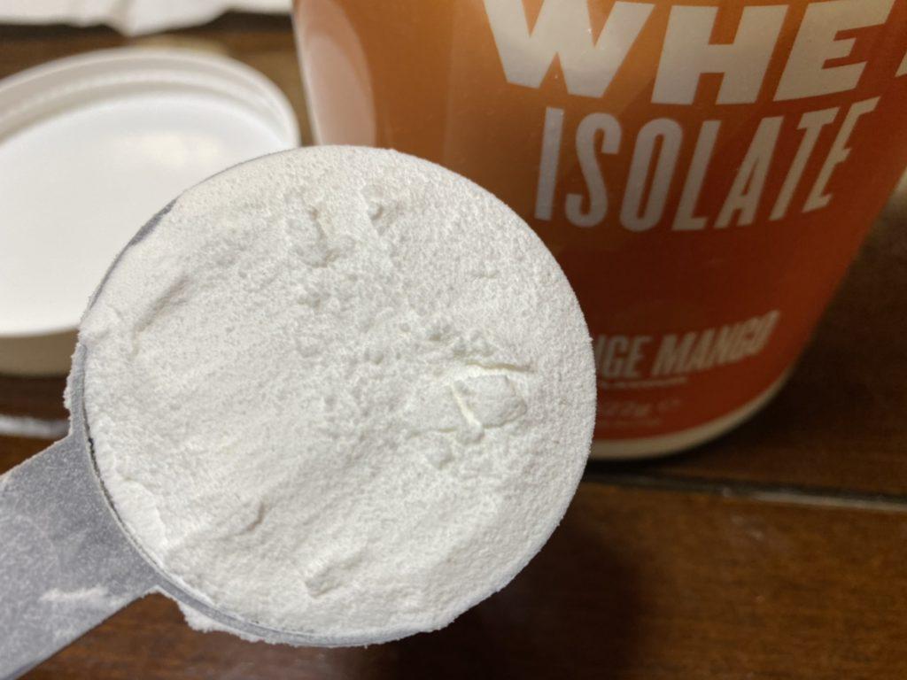 オレンジマンゴー味の粉末の様子