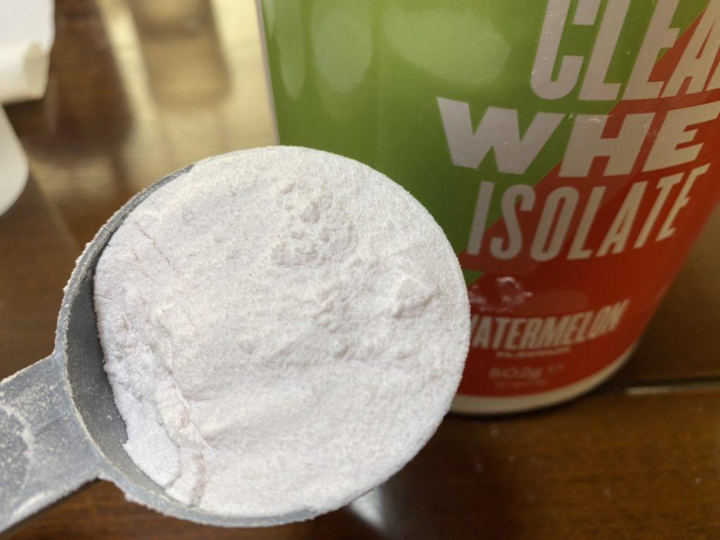 クリアホエイアイソレート:スイカ味の粉末の様子