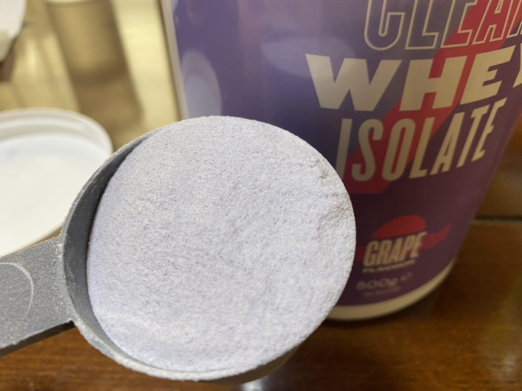 クリアホエイアイソレート:グレープ味の粉末の様子