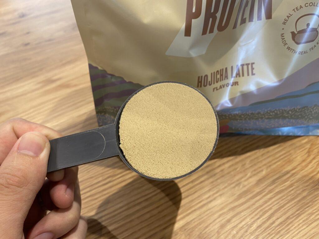 Impactホエイプロテイン:ほうじ茶ラテ味の様子