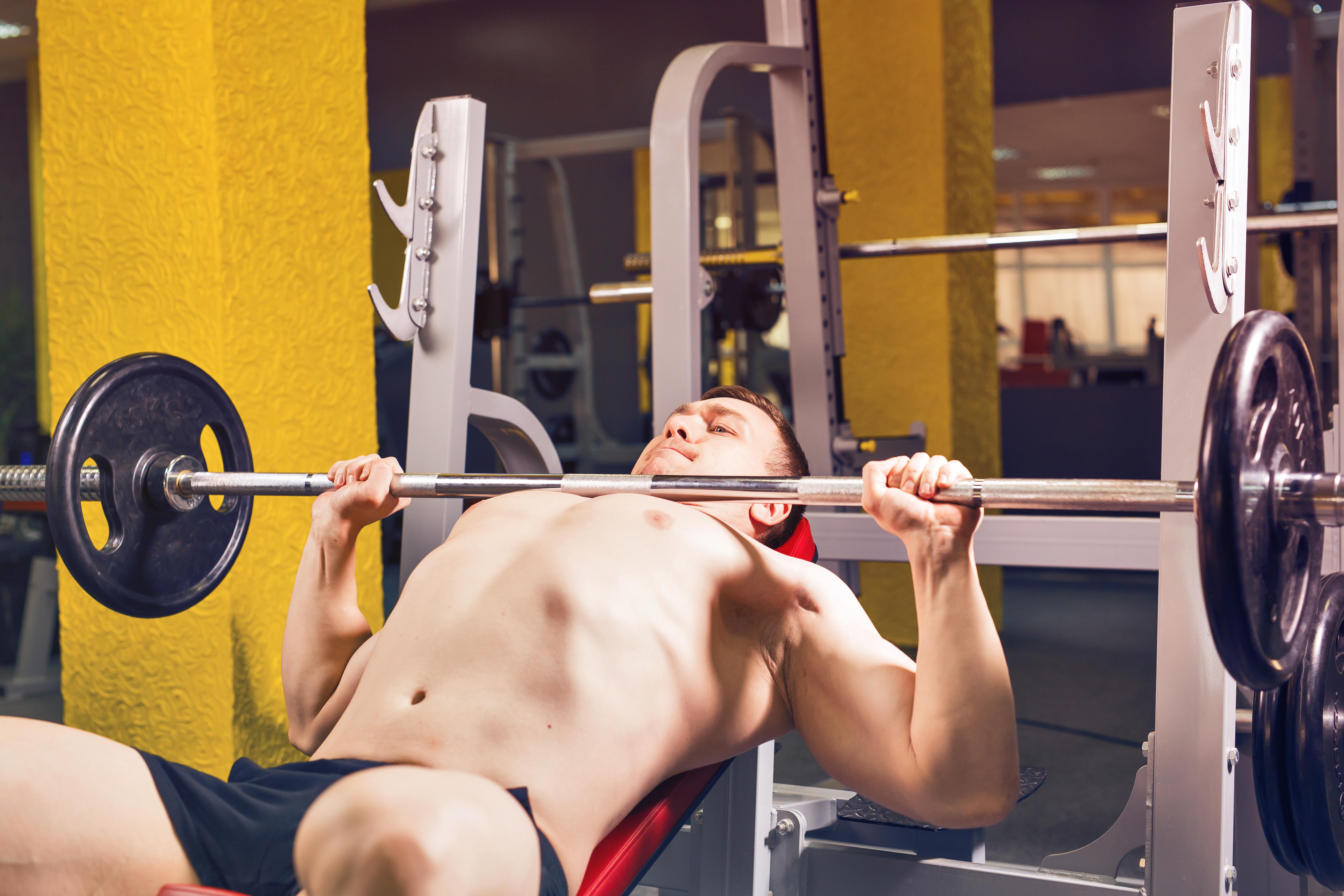 「正しい重量設定」で筋トレをしよう。筋肥大に最適な重量とレップ数(回数)は?低重量で付けた筋肉は落ちやすい!?
