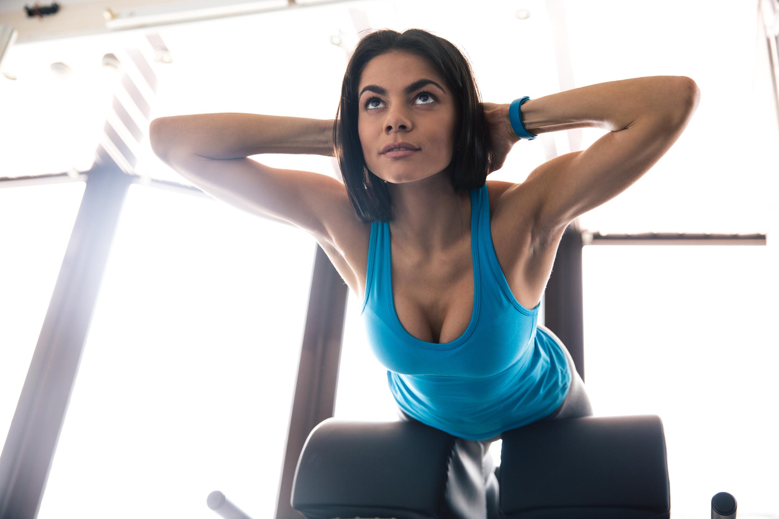 バストアップしたいなら筋トレが必須!大胸筋を鍛えて胸が垂れるのを防ごう