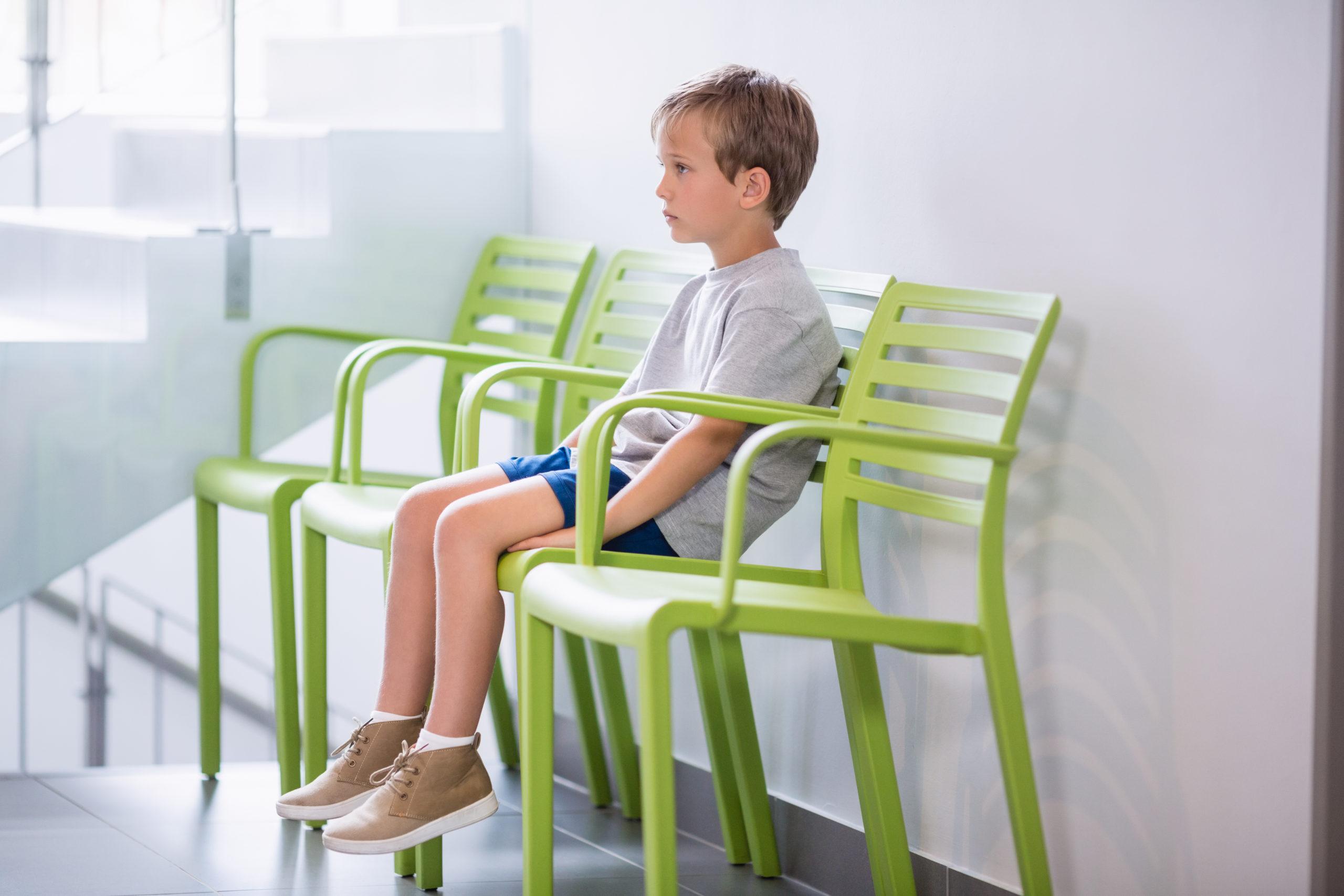 椅子に座っている様子
