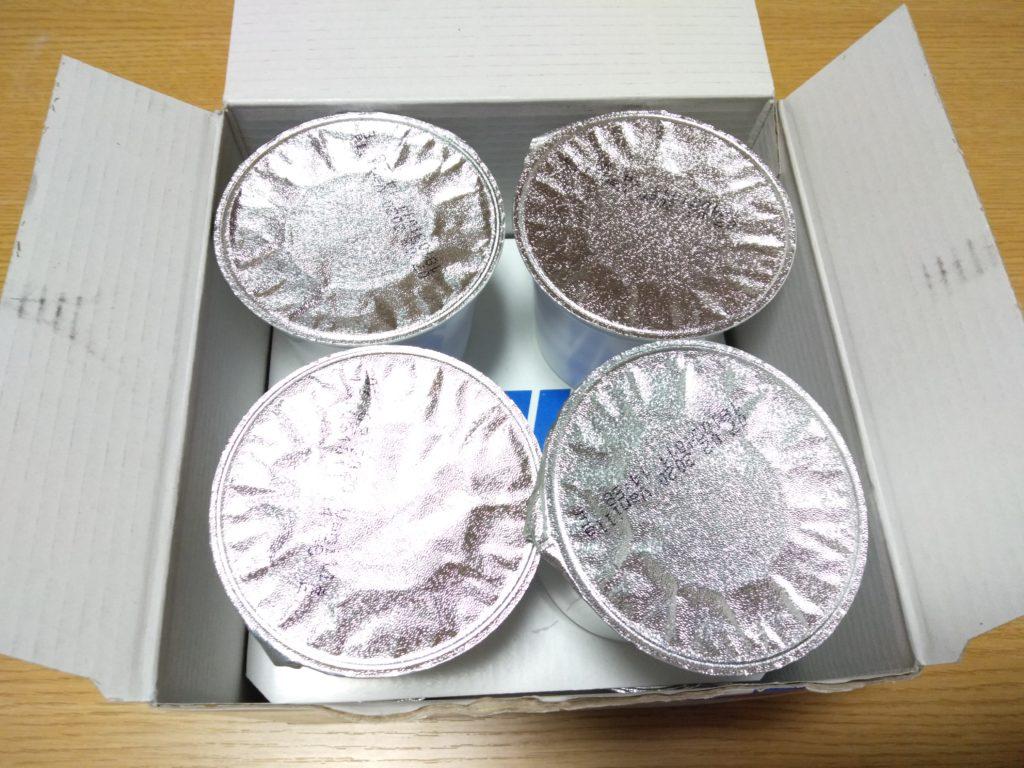 厚い銀紙でパッケージの上部を包んでいます。生地がもれないように、けっこう固く閉じられています。
