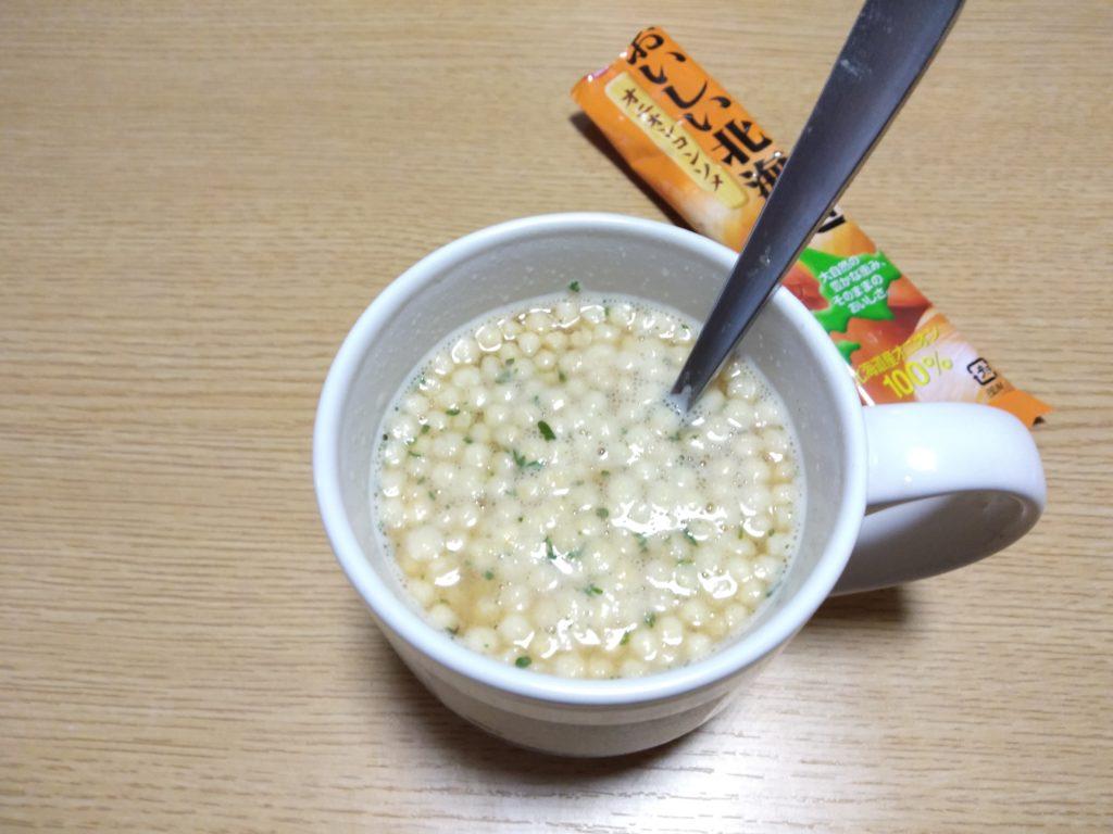 オニオンコンソメスープに加えてみました。