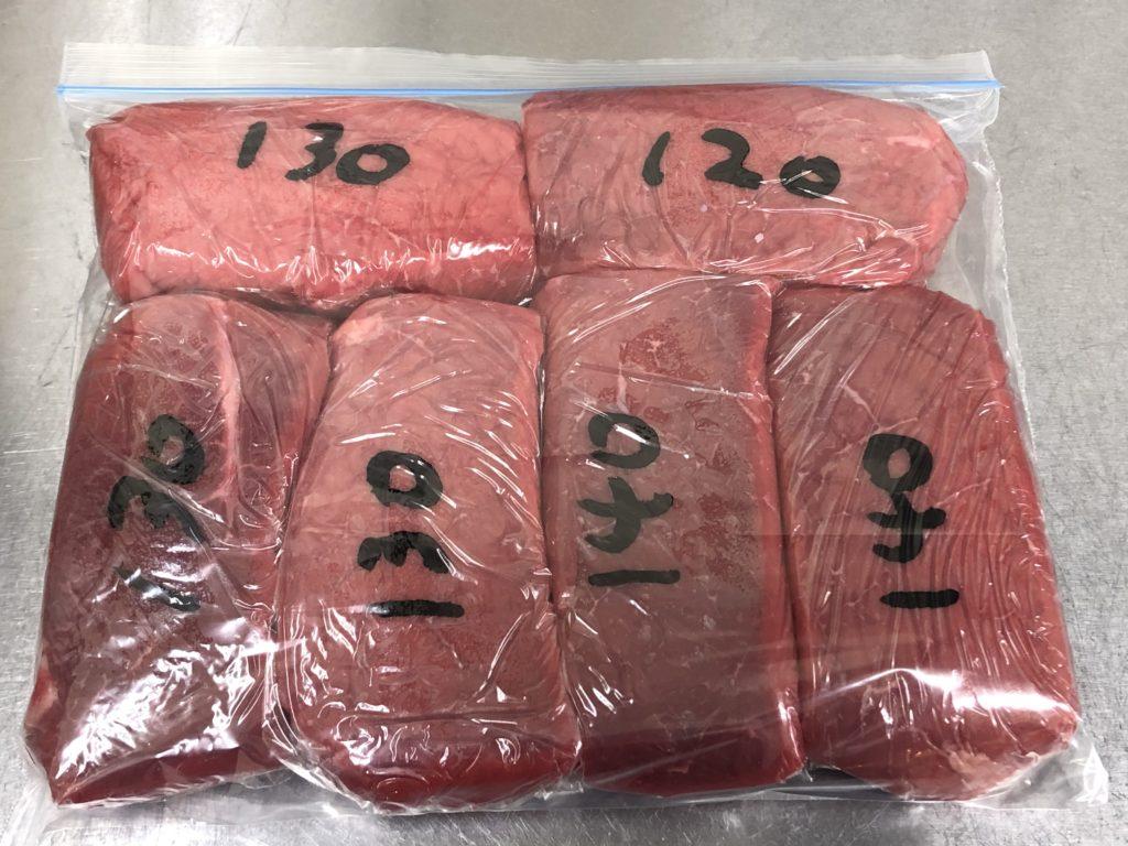 牛モモ肉は、大容量のブロック肉で購入して小分け冷凍することで、節約、便利に活用できます。