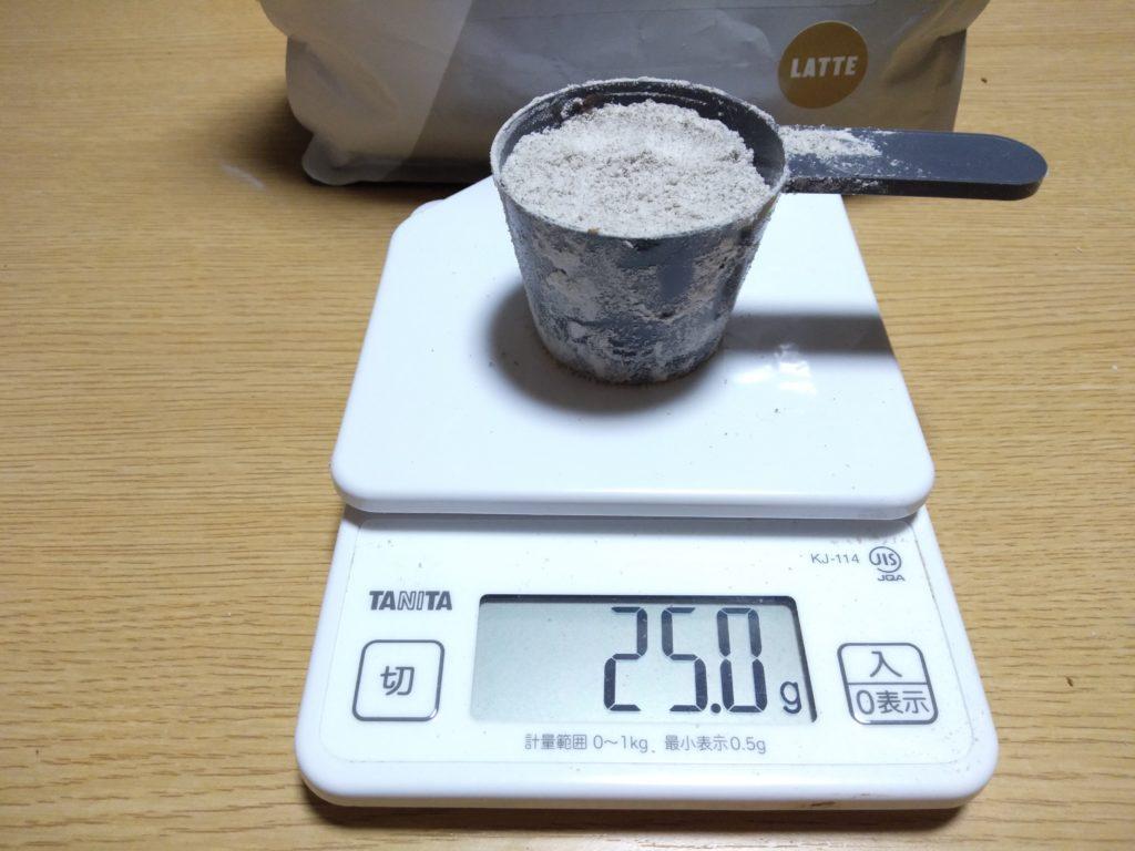 スプーンの目盛り60あたりで25gとなります。