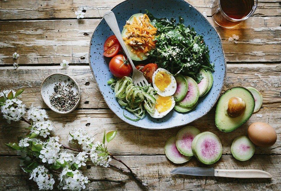 1日3食、1週間で21食の食事が身体を作る。1週間に3回の筋トレより遥かに大事。