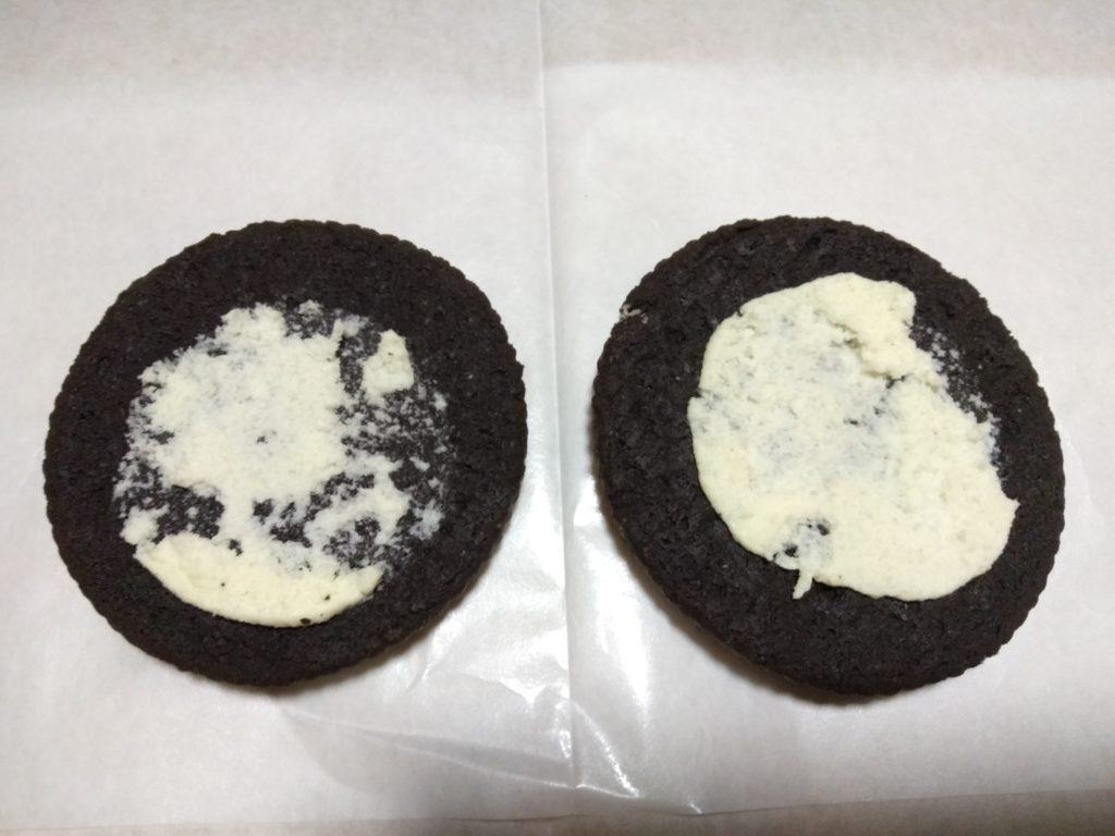 2枚のクッキー生地の中にクリームが挟まれております。