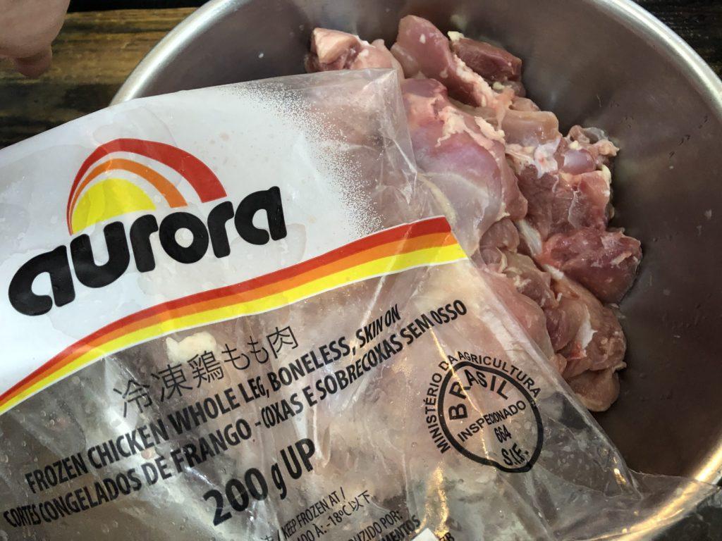 大型のスーパーでは2kgパックの冷凍で販売されている場合もあります。
