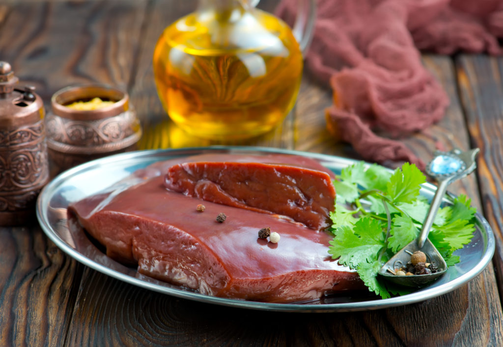 牛レバー:132kcal (タンパク質 19.6g・脂質 3.7g・炭水化物 3.7g)
