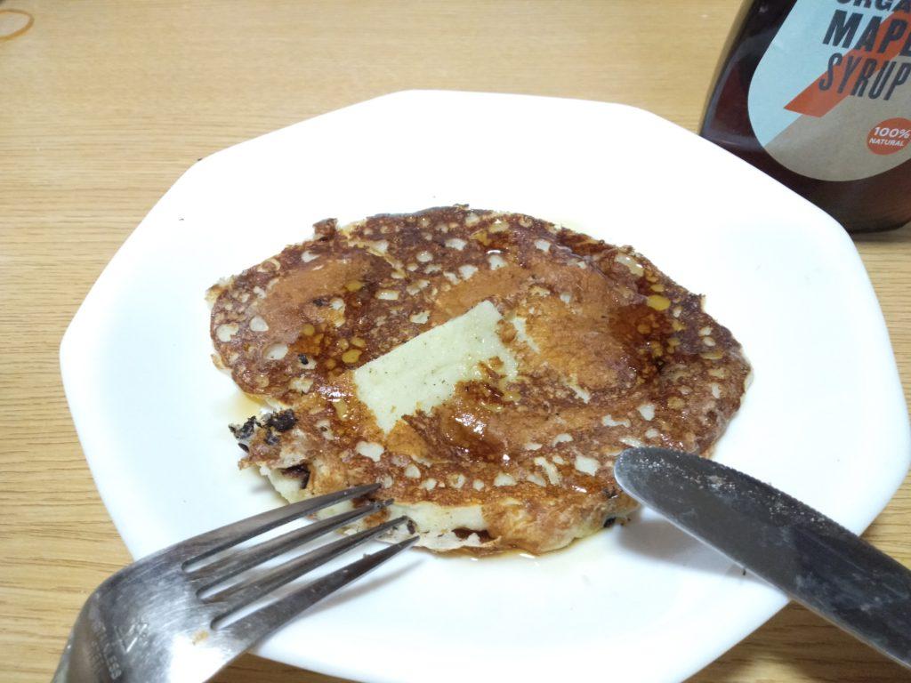 プロテインパンケーキにメープルシロップ