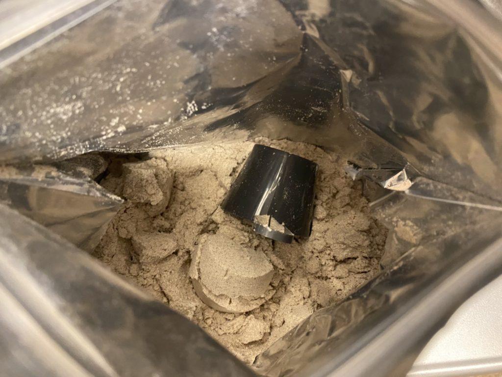 Impactホエイプロテイン:アールグレイ味を開封した様子