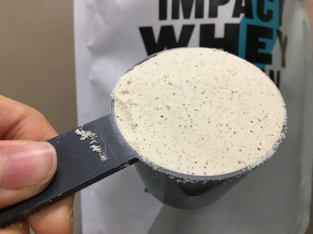コーヒーなのに白い粉!?この時点でコーヒー感が薄いです。匂いはコーヒーの匂いはしないです。