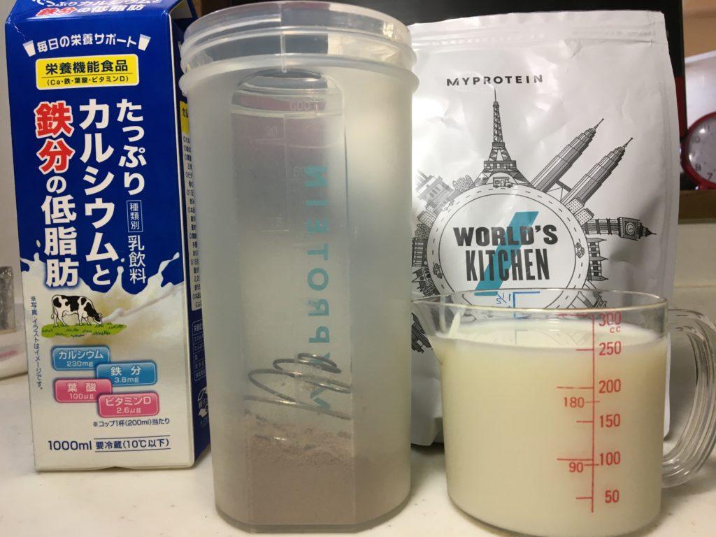 牛乳250mlで溶かすと、一気にバターの風味と塩気が出てきます。