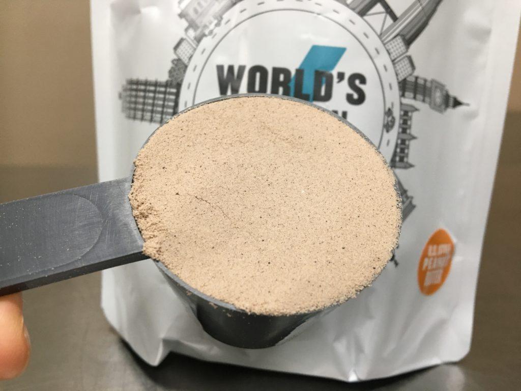 USピーナッツバター味の粉末の中に黒い粒が見られ、匂いはピーナッツの匂いがします。