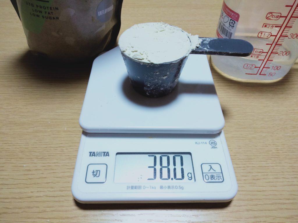 スプーンすり切り1杯は約38g。