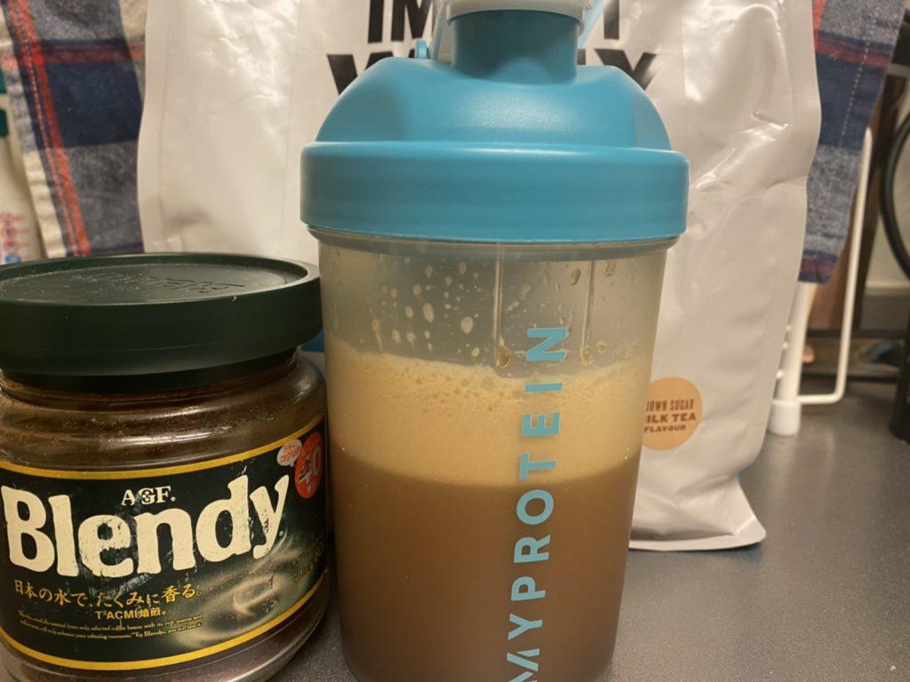Impactホエイアイソレート:黒糖ミルクティー味にコーヒーをプラス