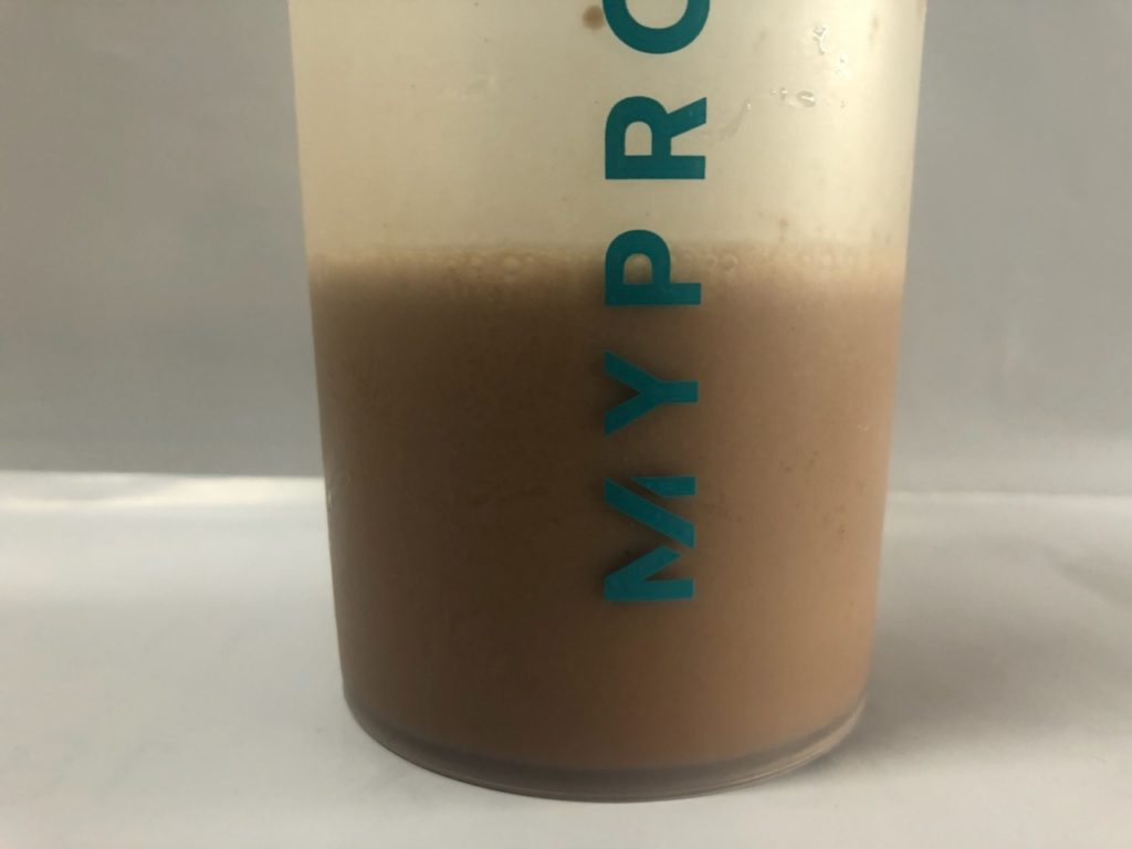 インパクトホエイプロテインモカ味とコラーゲンプロテインノンフレーバーをそれぞれスプーン1杯ずつ混ぜてみました。