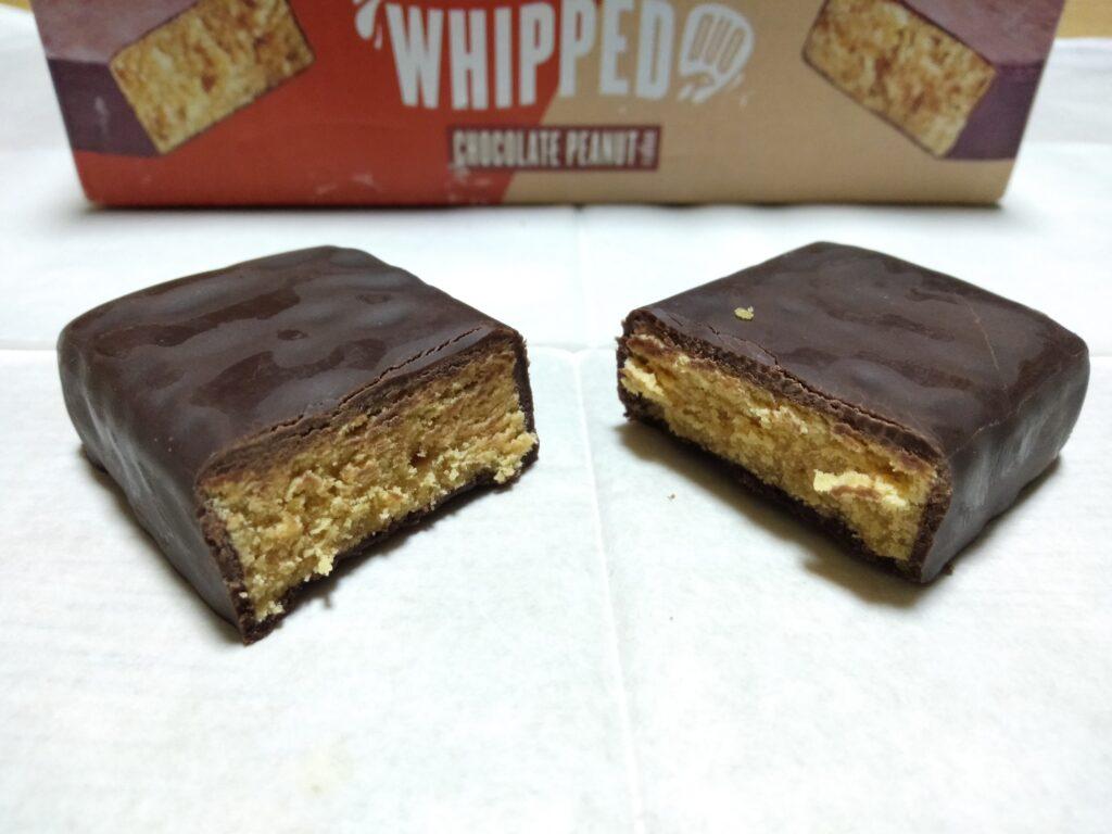 チョコレートピーナッツ味の断面の様子