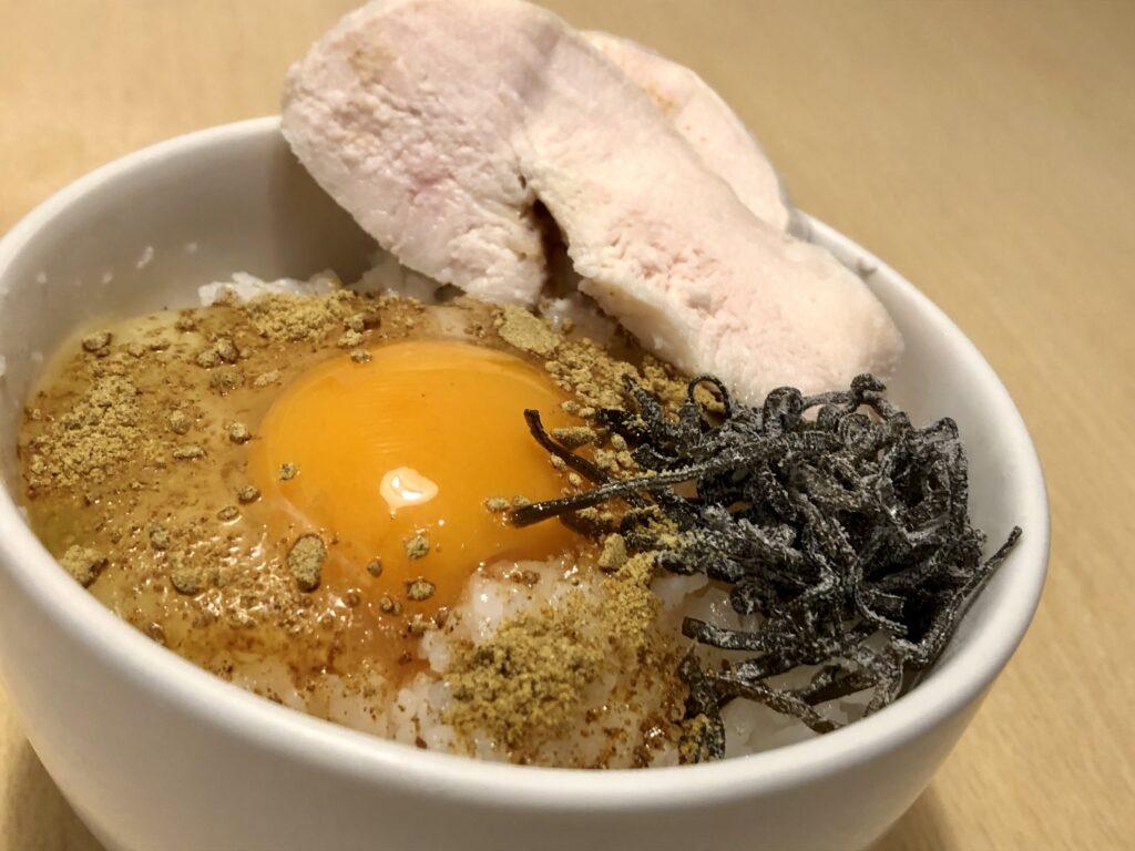 卵かけご飯+カレールゥ+塩昆布+香り付け程度の醤油