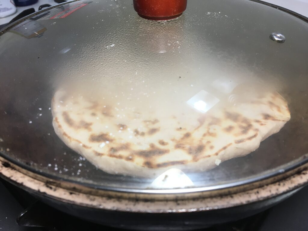 フライパンに薄く油を引き焼いていく